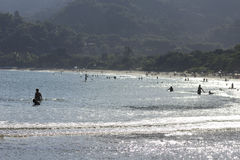 在海滩波浪的阳光 库存照片