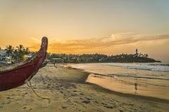 在海洋海岸的早晨 免版税库存图片