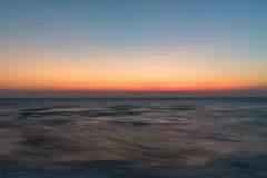 在海洋海滩的日出 库存图片