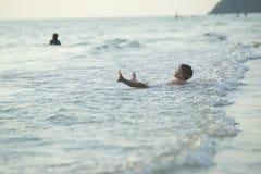 在海滩的à¸'boys 免版税图库摄影
