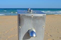 在海滩的一个水龙头 库存照片
