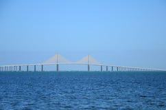 在海洋的一座桥梁 免版税库存照片