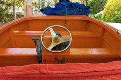 在海滩的一条木小船 免版税库存照片