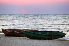 在海滨的两条小船 免版税库存图片