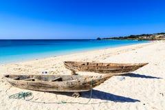 在海滩的两条渔夫小船 库存图片