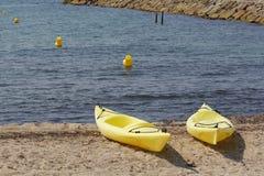在海滩的两艘皮船 库存照片