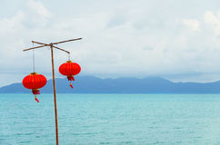 在海滩的中国灯笼 免版税库存图片
