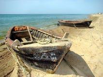 在海滩的二条小船 图库摄影