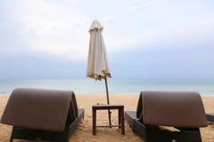 在海滩的二sunbeds 库存照片