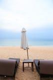 在海滩的二sunbeds 免版税库存图片