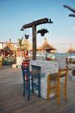 在海滩的五颜六色的咖啡馆酒吧 免版税图库摄影