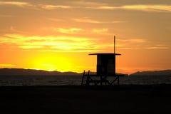 在海洋的五颜六色的日落 库存图片