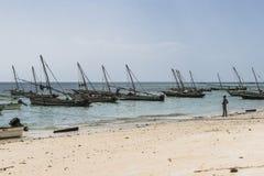 在海滩的传统渔船 图库摄影