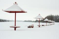 在海滩的冬天 免版税库存图片