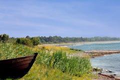 在海滩的划艇 免版税库存图片