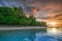 在海洋的印象深刻的sunrset在马尔代夫 库存照片