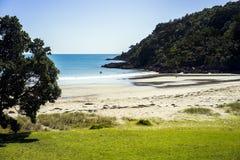 在海滩的可爱的晴天 免版税库存照片