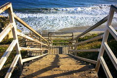 在海滩的台阶 免版税库存照片