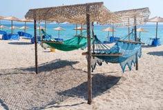 在海滩的吊床 免版税库存照片