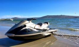 在海滩的喷气机滑雪 免版税库存图片