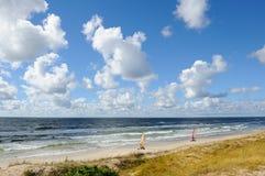 在海滩的土地航行 免版税库存照片