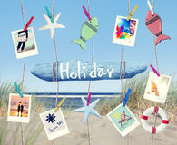 在海滩的垂悬的假日标志和夏天对象 免版税库存图片
