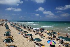 在海滩的夏天在以色列 免版税库存图片