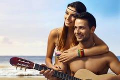 在海滩的夏天浪漫史 库存照片