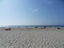 在海滩的夏天精神 免版税库存图片