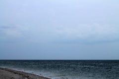 在海滩的多云下午 图库摄影