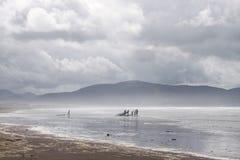在海滩的多暴风雨的天气 库存图片