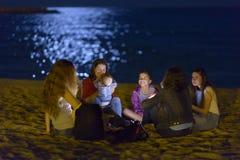 在海滩的夜生活 库存图片