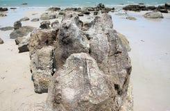 在海滩的大岩石, 图库摄影