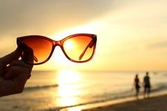 在海滩的太阳镜 库存照片