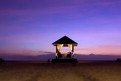 在海滩的婚礼法坛 图库摄影
