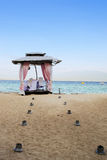 在海滩的婚礼法坛 库存图片