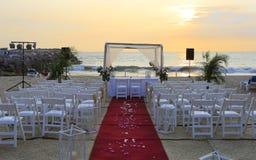 在海滩的婚礼装饰 免版税图库摄影