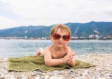 在海滩的孩子 免版税图库摄影