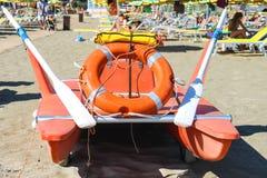 在海滩的安全设备 Bellaria Igea小游艇船坞,里米尼 库存照片