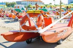 在海滩的安全设备 Bellaria Igea小游艇船坞,里米尼 免版税库存图片