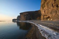 在海滩的安静的冬天早晨 免版税库存照片