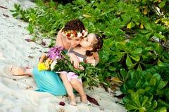 在海滩的家庭 免版税库存照片
