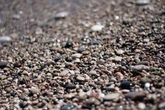 在海滩的小卵石 免版税图库摄影