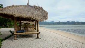 在海滩的小屋 股票录像
