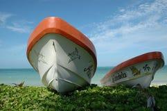 在海滩的小船在墨西哥 库存图片