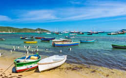 在海滩的小船在Buzios,里约热内卢 免版税图库摄影