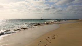 在海洋的小船, Cabo Verde, Ilho做婆罗双树 库存图片