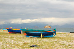 在海滩的小船 库存照片