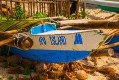 在海滩的小船 Apo海岛,菲律宾 库存图片