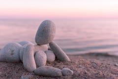 在海滨的小雕象 图库摄影